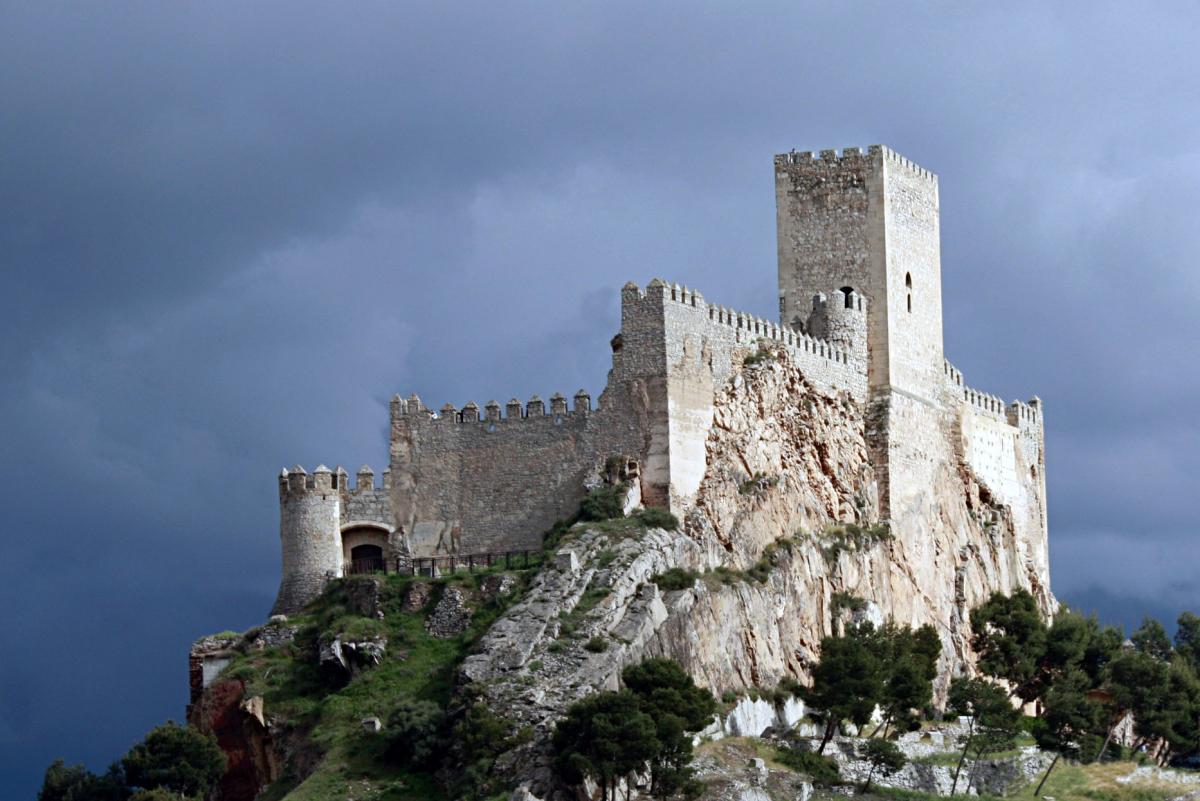 castillo_de_almansa_sobre_el_cerro_del_aguila