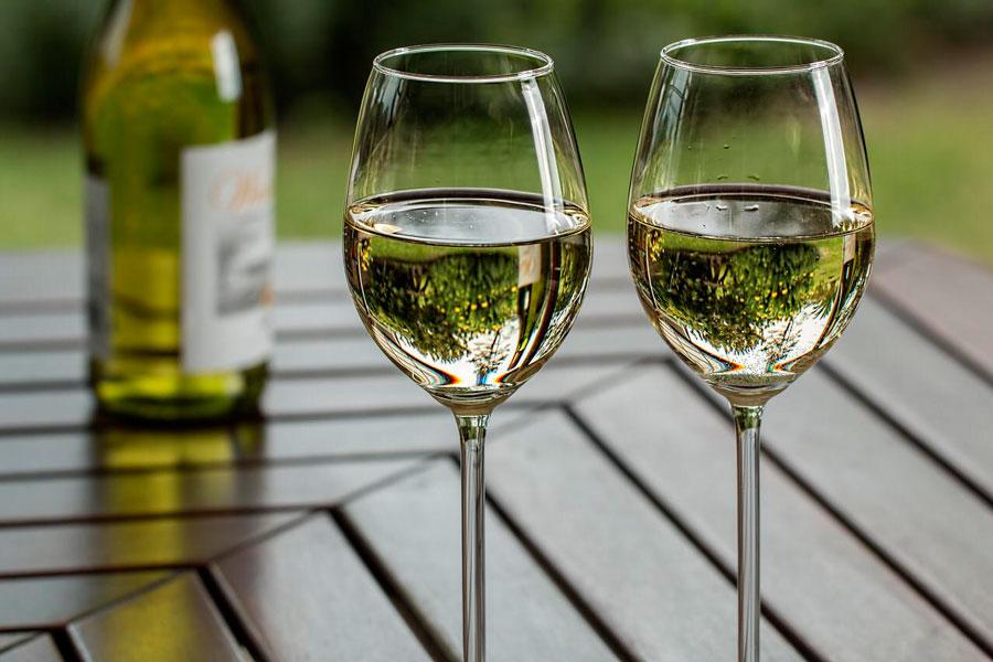 vino blanco de almansa para refrescarte este verano